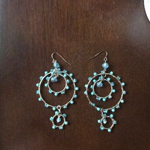 Jewelry - 👑Blue dangly earrings